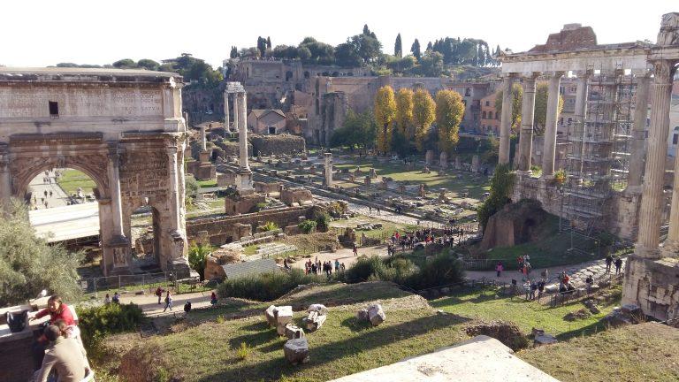 Римский форум. Как вы понимаете, по-отдельности эти объекты Римского форума не было смысла фотографировать.