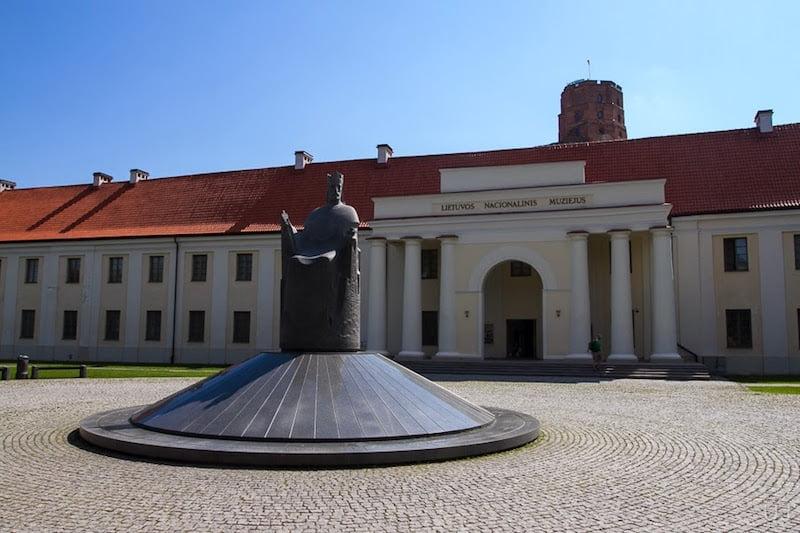 Памятник королю Миндовгу в Вильнюсе