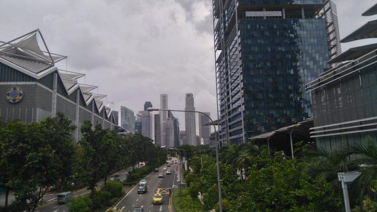 Сингапур главная улица к достопримечательностям
