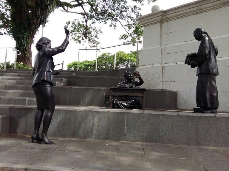 Скульптура брокера в Сингапуре